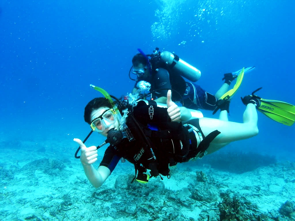 diving thumbs up in Netrani Island