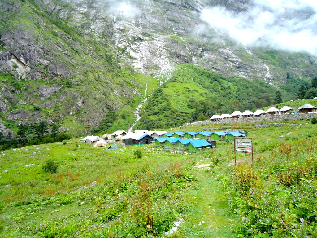 camps in lush green valley of Ghangaria