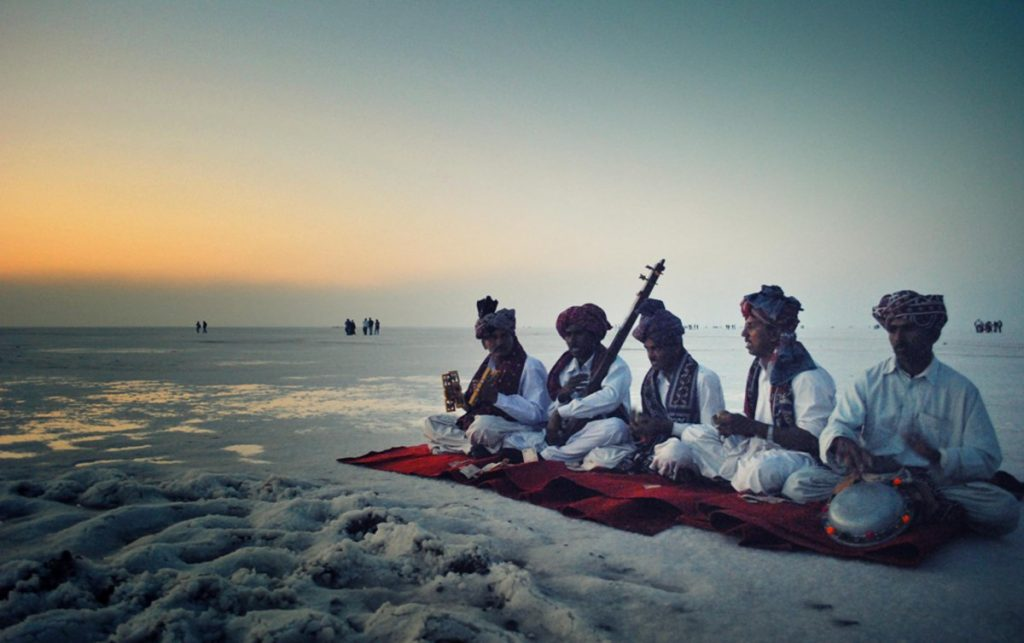 five people are performing during rann of kutch festival